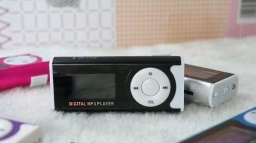 Kovový MP3 přehrávač s klipem a reproduktorem u MP3naMiru.cz