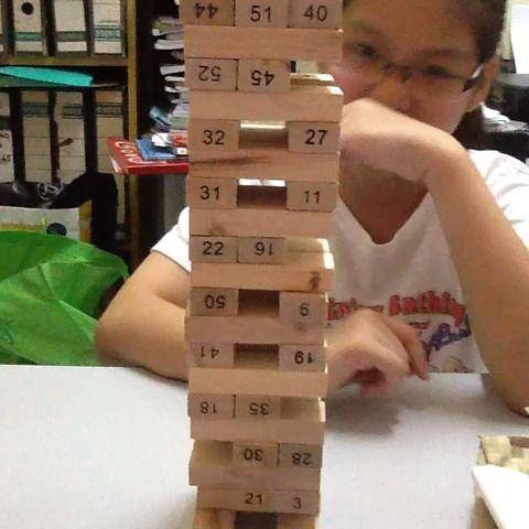 Zábavná rodinná hra JENGA TOWER dřevěná.