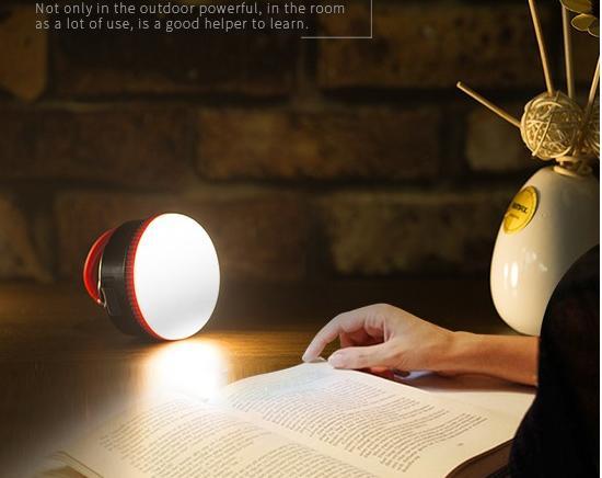 Kromě funkce dobíjení mobilních telefonu, tabletu Vám nabíječka nabídne i zabudovanou LED svítilnu.