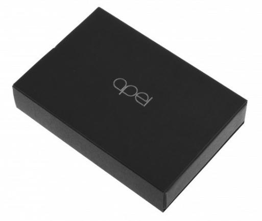 Kreditkový telefon Apei 5C microSIM je dodávaný v pěkným krabicovém obalu.