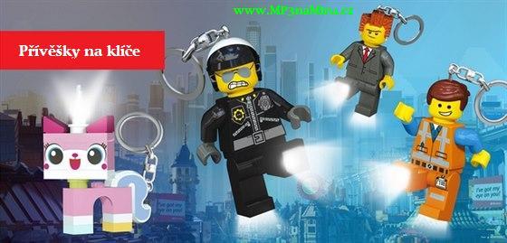 Svítíme si na cestu s klíčenkami LEGO Movie. Patří mezi oblíbené doplňky dětských batohů nebo tašek jako svíticí LED přívěšky. Lego příběh pokračuje s MP3naMiru.cz
