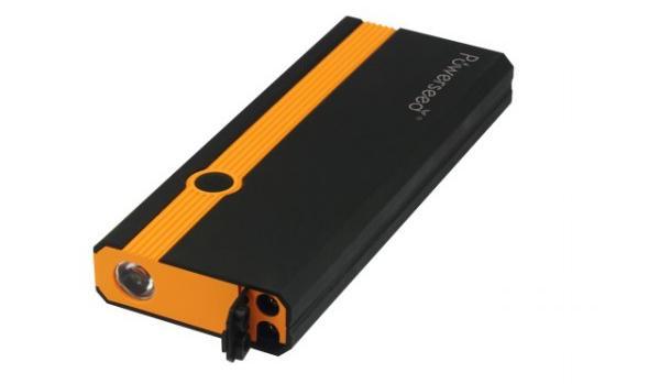 Externí nabíjecí baterie s kapacitou 8000mAh s funkcí nastartování vozidla a svítilnou pro snazší obsluhu i za šera či tmy.