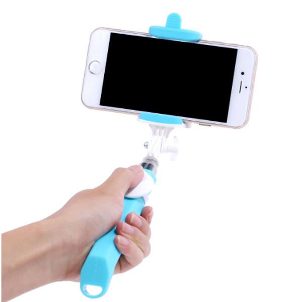 Selfie výsuvný držák má na rukojeti jedno odnímatelné tlačítko pro snadné pořízení selfie fotky.