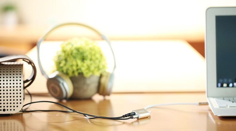 Share audio kabel od Remaxu jednoduše připojíte k repráku nebo mikrofonu.