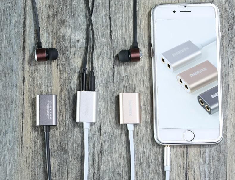 Praktický přenosný rozbočovač od společnosti REMAX Vám umožní připojit dvě audio zařízení k jednomu audio přístroji.