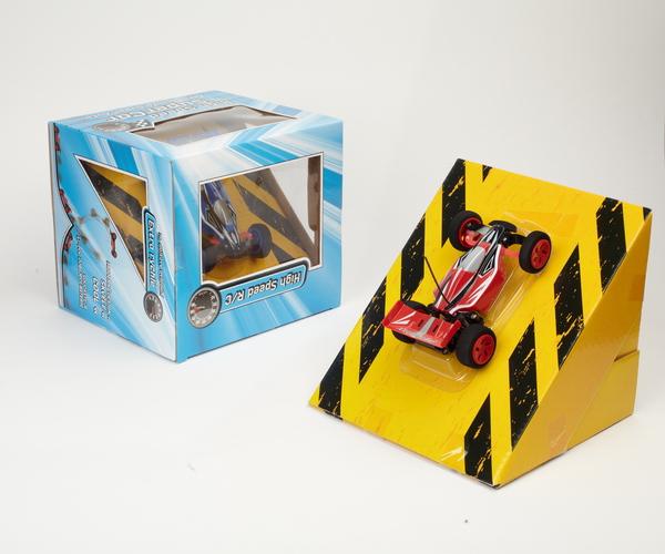 Super rychlé RC auto vhodný pro akrobatické kousky + rampa pro první skoky v balení!
